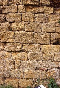 Vue extérieure d'un détail du secteur sud-ouest de l'enceinte [1], château de Mousson